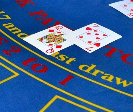 How to play online Blackjack card game? Basic simple rules for beginners.
